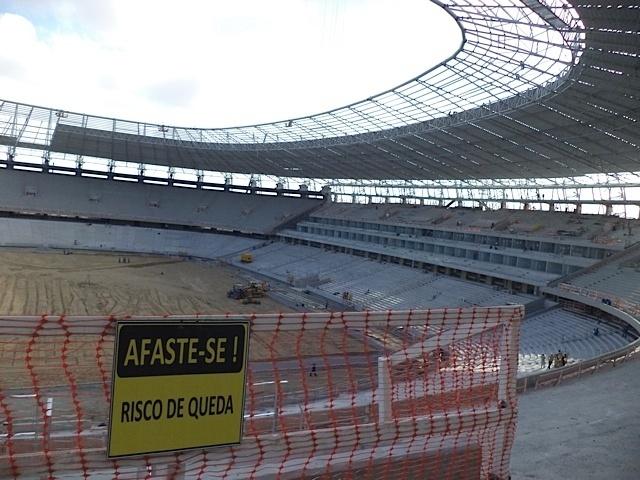 Estádio do Castelão com as obras quase prontas em 31/10/2012, a 45 dias da entrega das obras