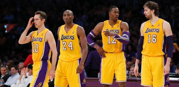 Elenco estrelado montado pelos Lakers ainda não conseguiu vencer sequer uma partida - REUTERS/Lucy Nicholson