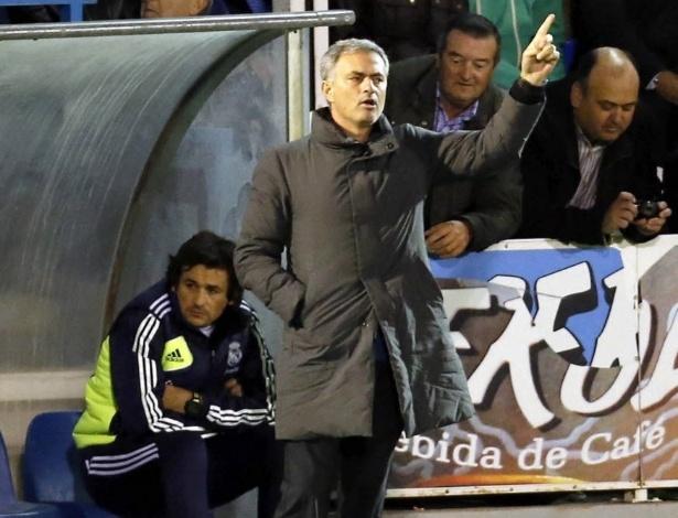 José Mourinho, treinador português do Real Madrid, gesticula durante partida da Copa do Rei contra o Alcoyano, nesta quarta-feira