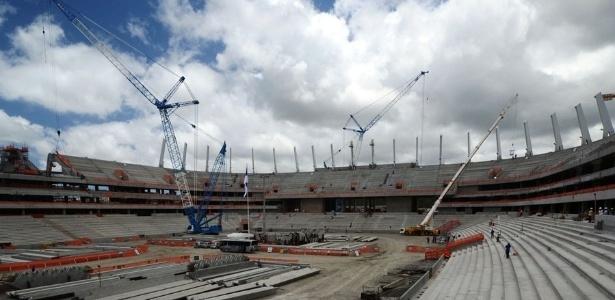 Obras em andamento na Arena Pernambuco (PE), que, quando acabada, terá acréscimo de instalações provisórias se for incluída na Copa das Confederações