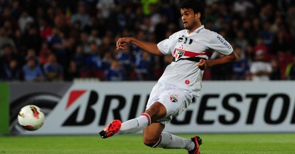 Willian José aproveita cruzamento dentro da área e chute para fazer o segundo do São Paulo contra a La U
