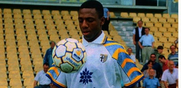 Após despontar com a camisa do Palmeiras, Amaral é apresentado pelo Parma da Itália em 1996
