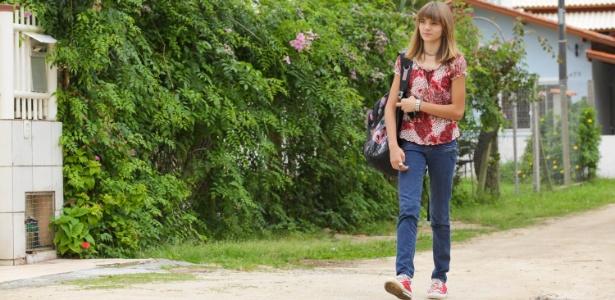 Isadora Faber caminha todos os dias até a escola em que estuda