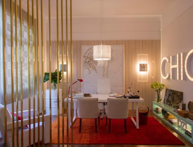 O Studio da Editora de Moda, de Beto Tozi, tem como base a combinação de branco, dourado e azul - Luiz Machado/ Divulgação