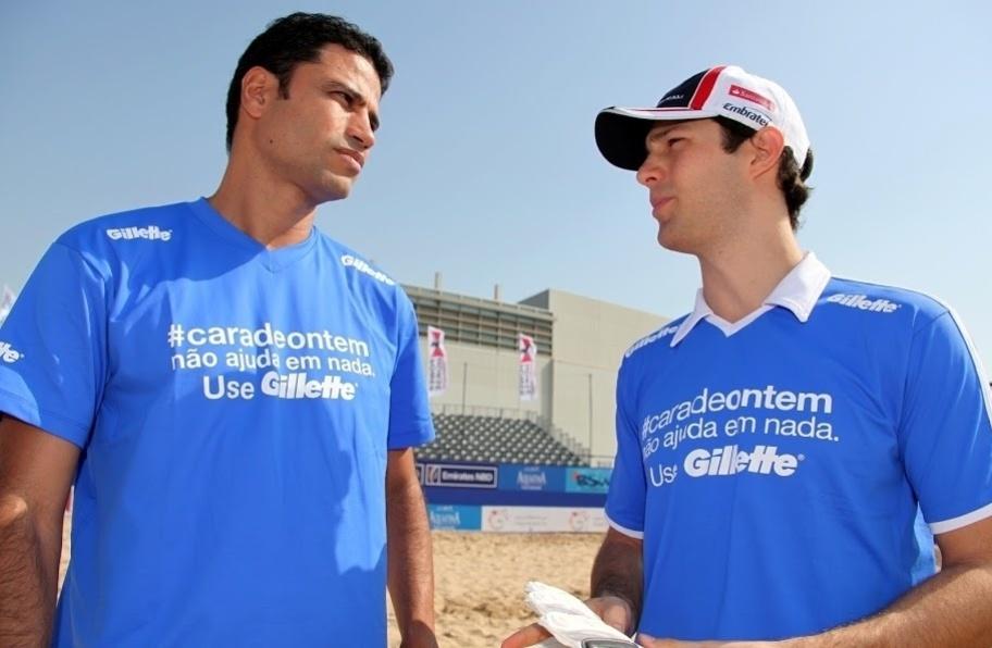 William Capita e Bruno Senna conversam durante encontro com a seleção brasileira de futebol de areia em Dubai (01/11/2012)