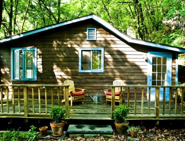 Casa de veraneio na montanha em Catskill, estado de Nova York (EUA), tinha cores e decoração caótica - Randy Harris/ The New York Times