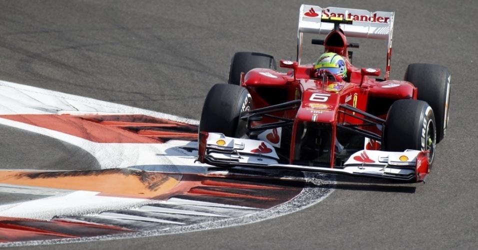 Felipe Massa faz a curva durante treinos livres para o GP dos Emirados Árabes