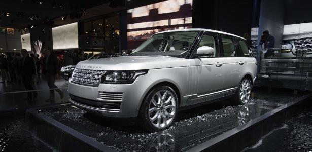 Range Rover ficou menos abrutalhado, mas ainda é peso-pesado, na linha 2013 - JOEL SAGET/AFP