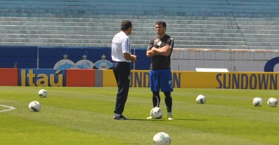 Vanderlei Luxemburgo conversa com Kleber antes de treinamento do Grêmio (02/11/2012)