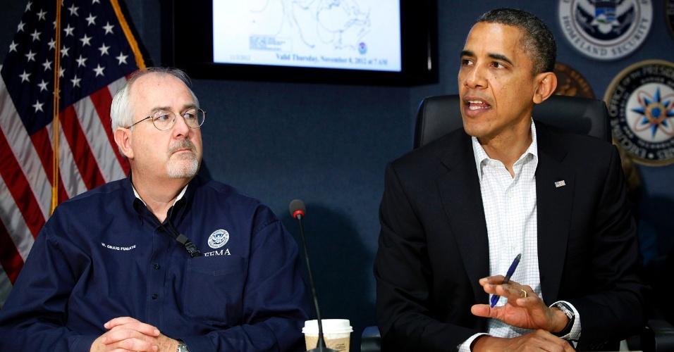 3.nov.2012 - Presidente Barack Obama realiza uma entrevista coletiva com o gerente da Fema (Agência Federal de Gerenciamento de Emergências) para explicar sobre as operações de auxílio aos locais afetados pelo furacão Sandy