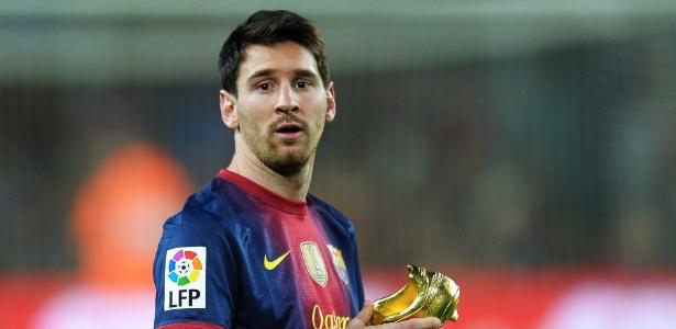 Messi recebe premiação antes de jogo entre Barcelona e Celta