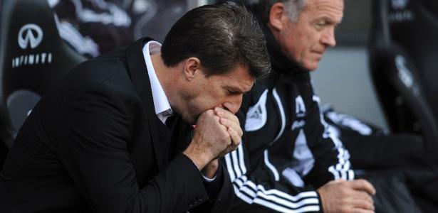 Ex-jogador de Real, Barça e Juventus, Laudrup (de terno) foi demitido do Swansea em 2014