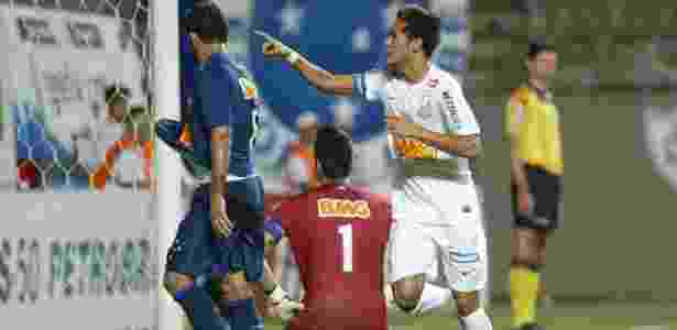 Atuação de Neymar contra o Cruzeiro, com três gols e assistência, rodou o mundo - Paulo Fonseca/Futura Press/Estadão Conteúdo