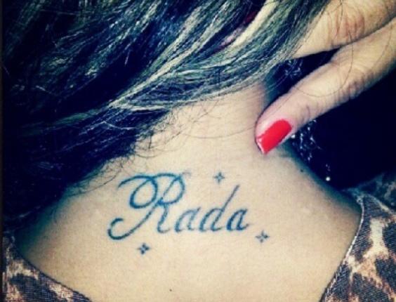 Viviane Araújo mostra tatuagem nas costas com o nome do noivo, o jogador de futebol Radamés (3/11/12) Vencedora do reality show