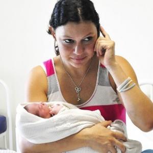 Pâmela de Oliveira Lescano, 17, entrou em trabalho de parto antes do início da prova do Enem 2012 - Rafael Brites/Região News