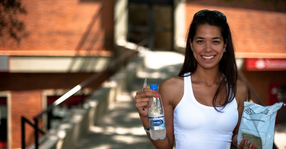 4.nov.2012 - Candidata ao curso de Pedagogia, Bianca Donati, 25, disse que a prova foi fácil para quem estudou. Ela gostou do tema da redação do Enem 2012, sobre imigração para o Brasil no século 21. Candidatos fizeram hoje segundo dia de provas do Enem 2012 em Porto Alegre