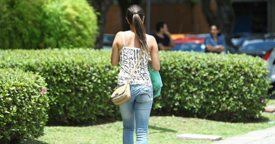 4.nov.2012 - Candidata chega atrasada à PUC-PR, em Curitiba, e não consegue fazer prova no segundo dia do Enem 2012