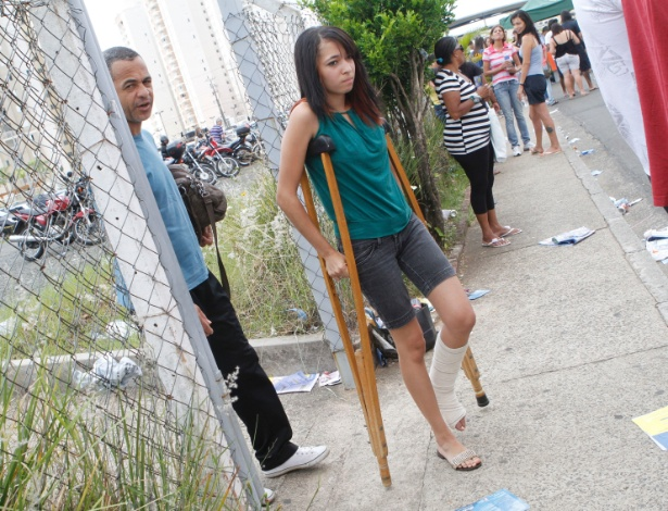 4.nov.2012 - Candidatos chegam ao local de provas do Enem 2012 em Campinas (SP), neste domingo