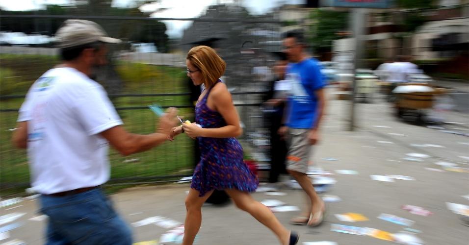 4.nov.2012 - Candidatos correm para chegar ao local de provas do Enem 2012, em Belo Horizonte