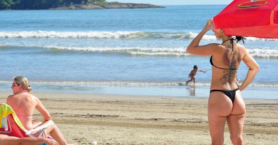 4.nov.2012 - Dia começou com tempo aberto em boa parte do litoral de Santa Catarina. Em Balneário Camboriú, moradores e turistas aproveitam a praia desde cedo