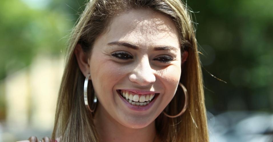 4.nov.2012 - Geanine Berghauser, de 18 anos, foi a terceira a terminar a prova do Enem 2012 em seu local de provas em Curitiba