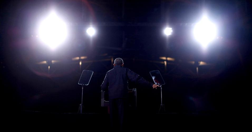 4.nov.2012 - Presidente americano Barack Obama faz campanha em Bristow, no Estado de Virgínia, EUA, neste sábado (3)