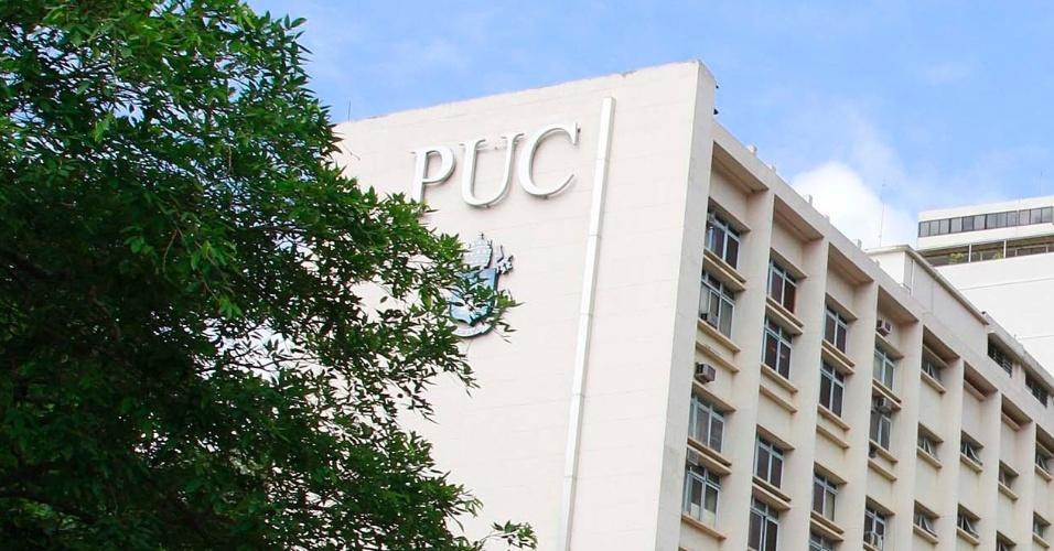 4.nov.2012 - Tranquilidade sem policiamento nos portões de entrada da PUC na Gávea, um dos locais de prova do Enem 2012 no Rio de Janeiro