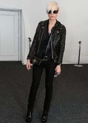 """Kate Lanphear, diretora da revista """"Elle, posa nos bastidores da semana de moda de Nova York. """"Como repórter, você sempre está de olho nas tendências"""", disse ela - Getty Images"""