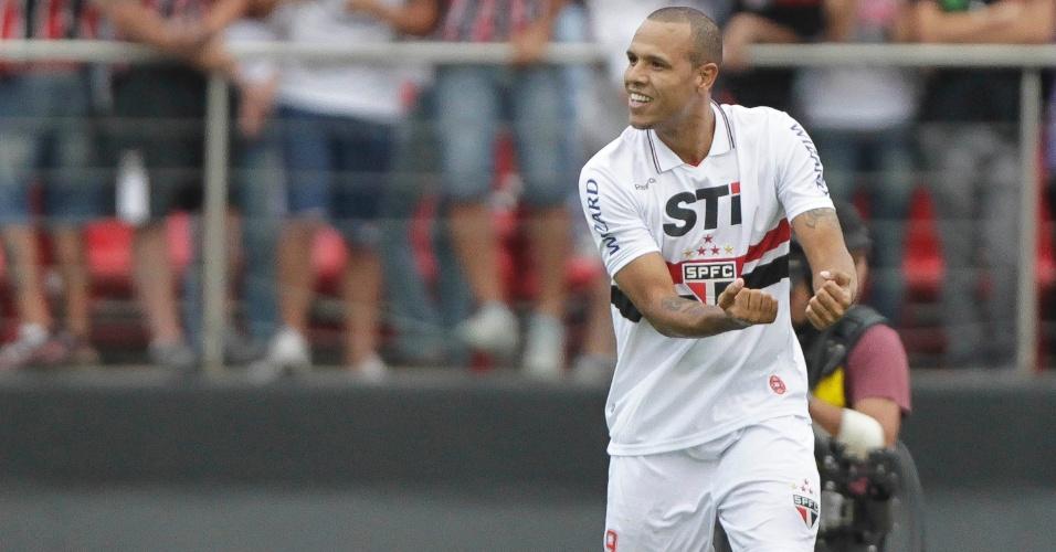 Luis Fabiano comemora gol marcado sobre o Fluminense no Morumbi, o primeiro da partida