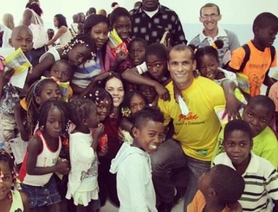Rivaldo posta foto no Twitter avisando que está se despedindo de Angola