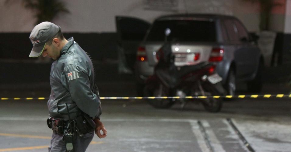 5.nov.2012 - Um policial militar foi baleado em um posto de gasolina, na esquina das avenidas Dona Belmira Marin e Carlos Benjamin dos Santos, na região do Grajaú, zona sul de São Paulo, na noite de domingo (4). A vítima foi levada para o Hospital Geral do Grajaú