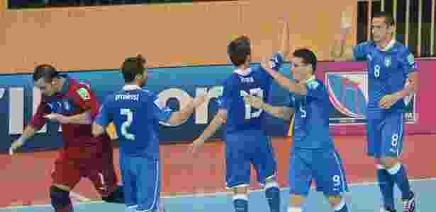 Brasileiros da Itália confundem línguas no futsal e dizem que rixa do time  com Falcão já passou f596bfad9dad0
