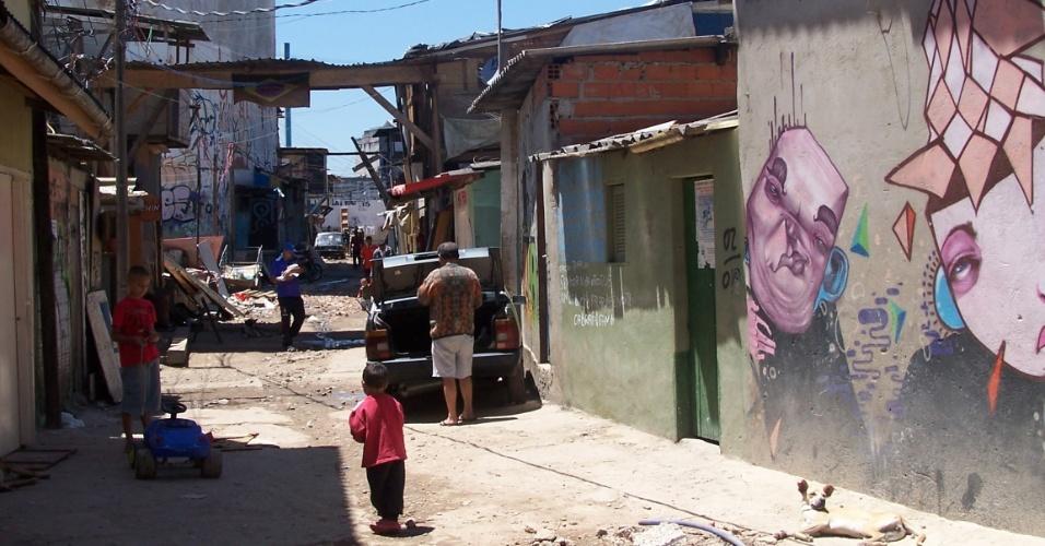 5.nov.2012 - Grafite na favela do Moinho, região central de São Paulo
