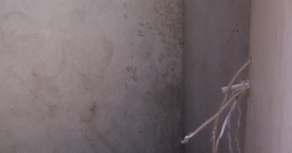 5.nov.2012 - O local para abrigar os equipamentos, extintores e mangueiras está vazio, na favela do Moinho, região central de São Paulo