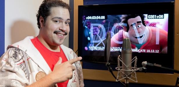 Tiago Abravanel empresta sua voz ao personagem principal de Detona Ralph, da Disney
