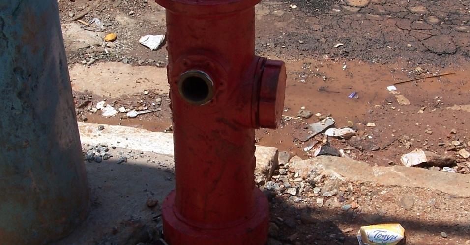 5.nov.2012 - Um dos dois hidrantes instalados na favela de Vila Prudente, zona leste de São Paulo