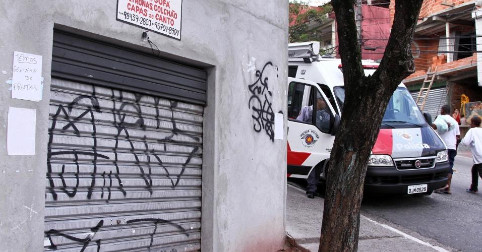 6.nov.2012 - Movimentação de moradores no bairro de Vila Brasilândia, zona norte da capital paulista, nesta terça-feira (6)