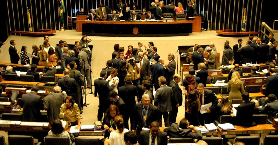 6.nov.2012 - Sessão de votação da distribuição dos recursos dos royalties do petróleo, na Câmara dos Deputados, em Brasília (DF), nesta terça-feira.