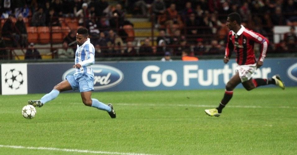 Eliseu, do Málaga, chuta para marcar contra o Milan na partida desta terça-feira pela Liga dos Campeões; jogo terminou em 1 a 1