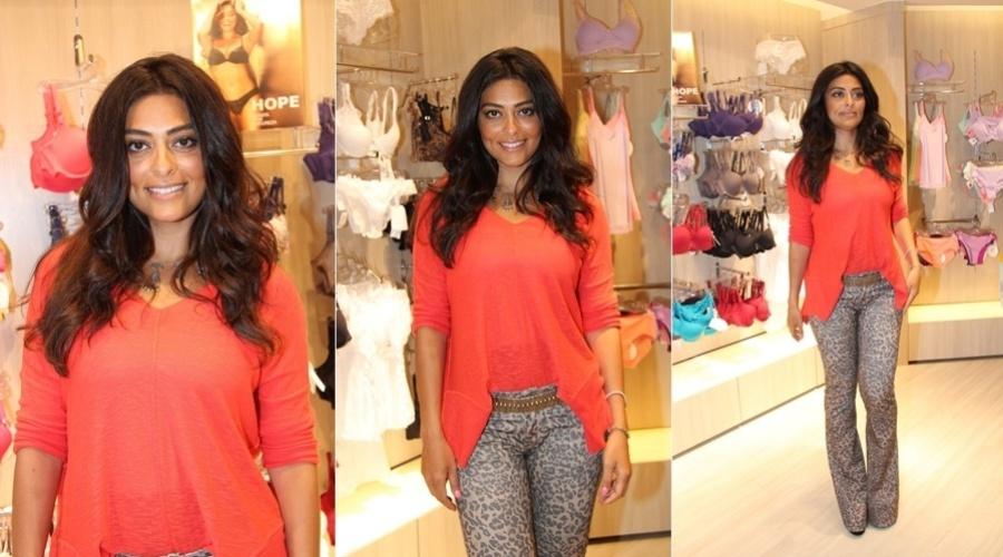 Juliana Paes prestigiou a inauguração de uma loja de lingerie na zona oeste do Rio (6/11/12)