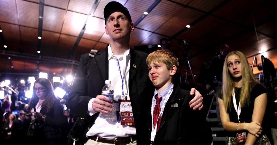 7.nov.2012 - Apoiadores do candidato derrotado, Mitt Romney, reagem à apuração dos votos em evento do republicano em Boston, Massachusetts