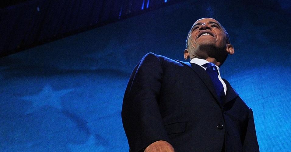 7.nov.2012 - O presidente reeleito dos Estados Unidos, Barack Obama, sorri depois de proferir o discurso da vitória no quartel general de sua campanha em Chicago, Illinois (EUA), no qual disse estar 'esperançoso' sobre o futuro do país. Obama venceu o candidato republicano Mitt Romney