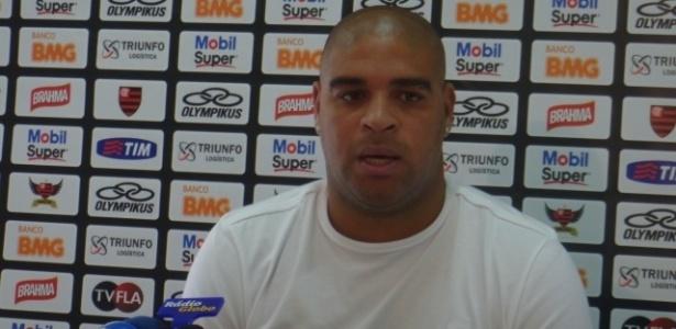 Adriano faz pronunciamento para explicar saída do Flamengo após série de polêmicas