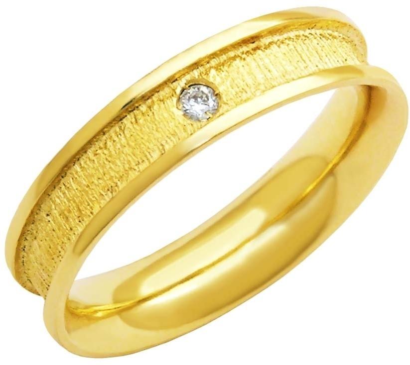 Aliança de ouro amarelo trabalhado com brilhante da joalheria MW Joias (www.mwjoias.com.br)