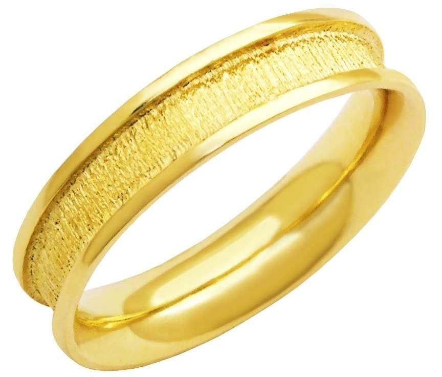 Aliança de ouro amarelo trabalhado da joalheria MW Joias (www.mwjoias.com.br)