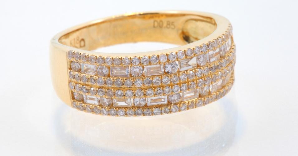 Aliança em ouro amarelo, diamantes brancos e navetes da joalheria Elisabete Gaspar (www.elisabetegaspar.com.br)