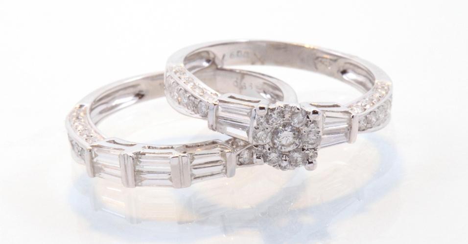 Aliança em ouro branco com diamantes da joalheria Elisabete Gaspar (www.elisabetegaspar.com.br)