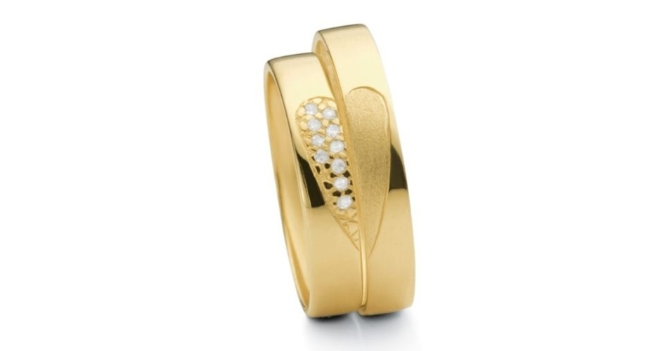 Aliança One Love (de ouro amarelo e com detalhe de brilhantes) da joalheria Vivara (www.vivara.com.br)