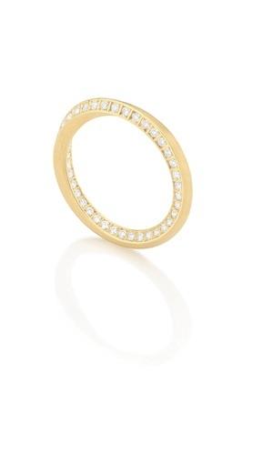 Aliança Twist (de ouro amarelo e com diamantes) da joalheria Antonio Bernardo (www.antoniobernardo.com.br)