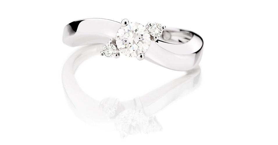 Anel de noivado de ouro branco e diamante da joalheria Julio Okubo (www.juliookubo.com.br)